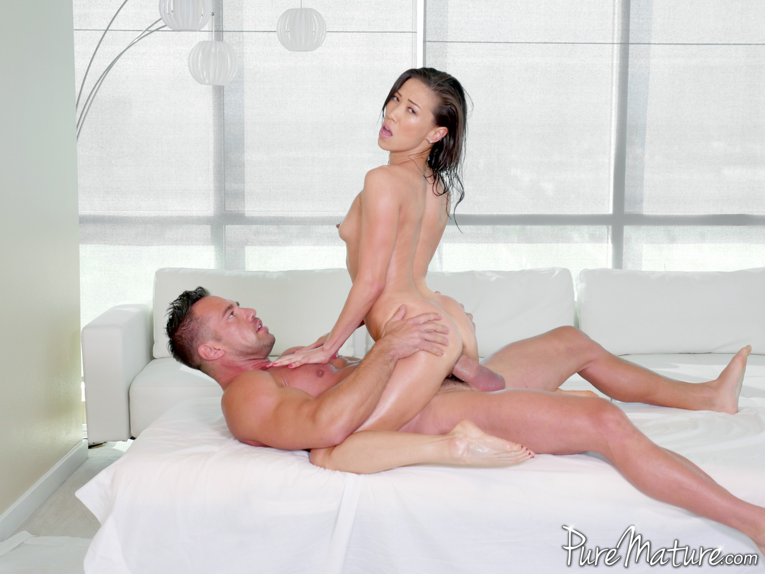 The dick riding queen rides the dick till she drips sweat 6